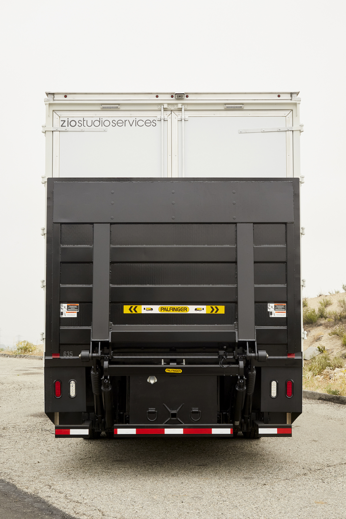 19_5_ZIO_TRUCKS10ton_back_gateup